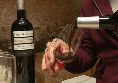 """<a href=""""https://france3-regions.francetvinfo.fr/nouvelle-aquitaine/charente-maritime/la-rochelle/charente-maritime-pique-russe-du-vin-copains-aux-tables-etoilees-1555006.html"""">Le Pique Russe, du vin de copains aux tables étoilées</a>"""