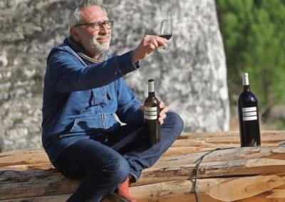 """<a href=""""https://www.sudouest.fr/2019/03/13/video-au-pays-du-cognac-les-vins-charentais-ont-une-carte-a-jouer-5894698-1359.php"""">Au pays du cognac, les vins charentais ont une carte à jouer"""